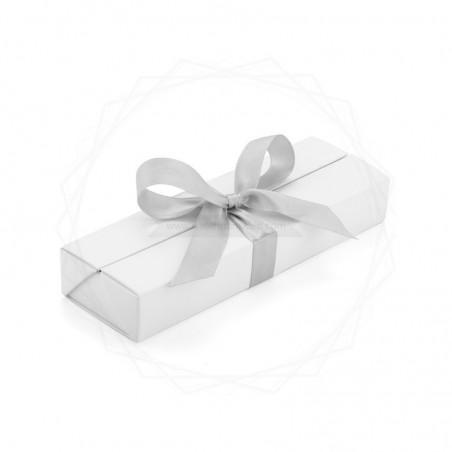 Pudełko prezentowe białe ze srebrną wstążką [19615-00]